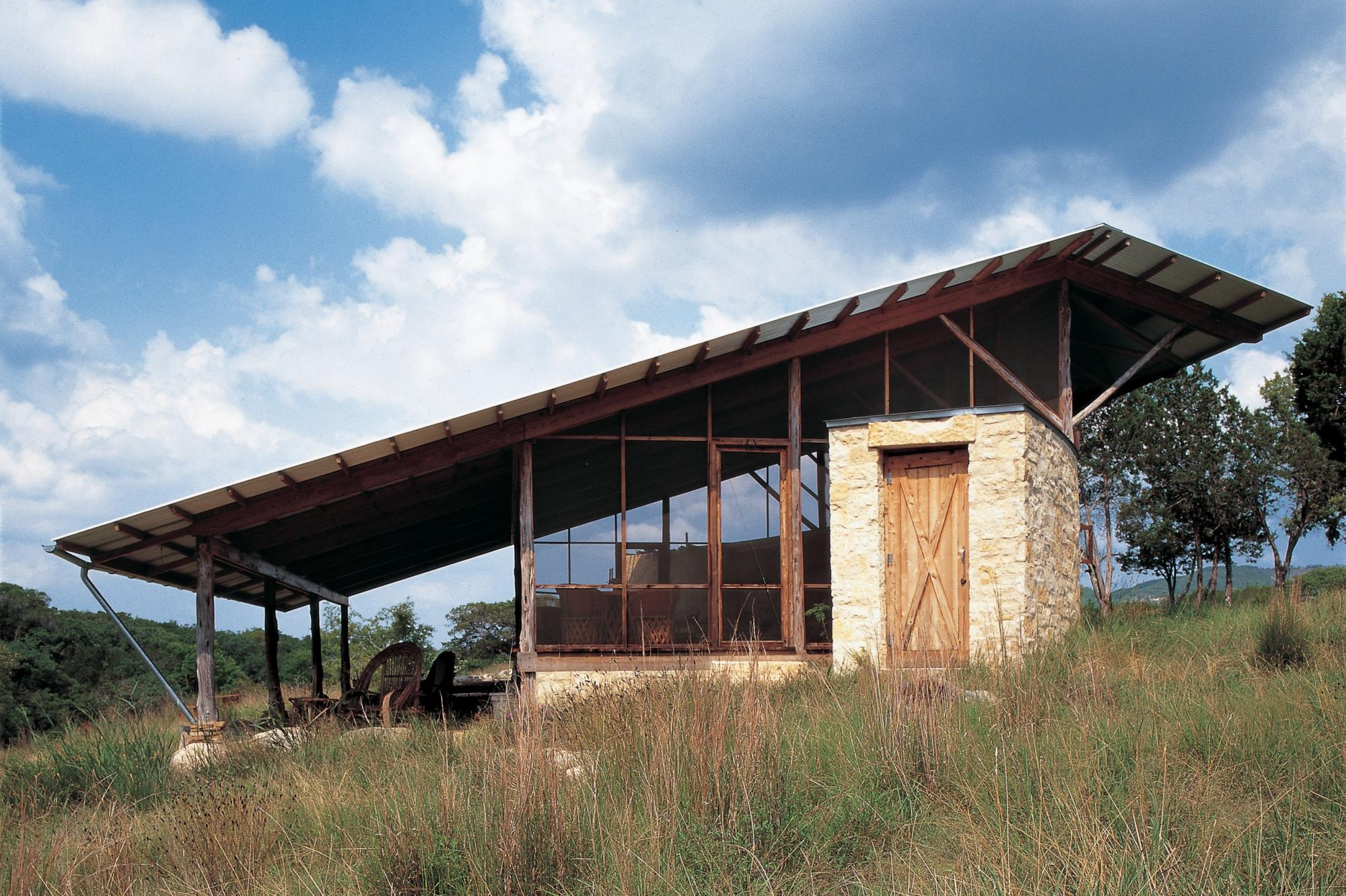 Hill country jacal lake flato for Hill country architecture
